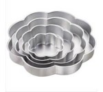 WILTON Performance Pans™ Petal Pan Set